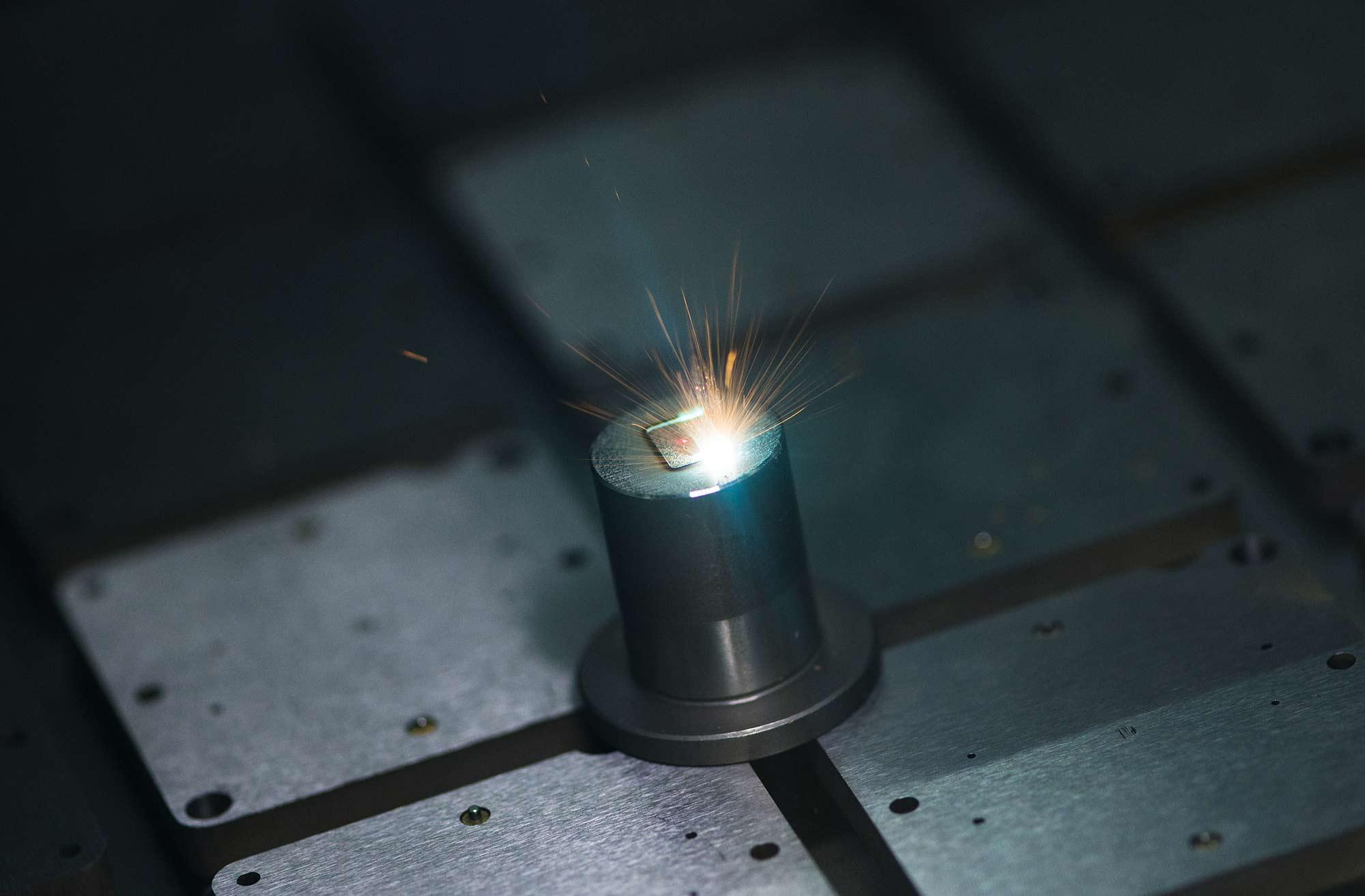 <p>Ablation laser sur outil de frappe</p>